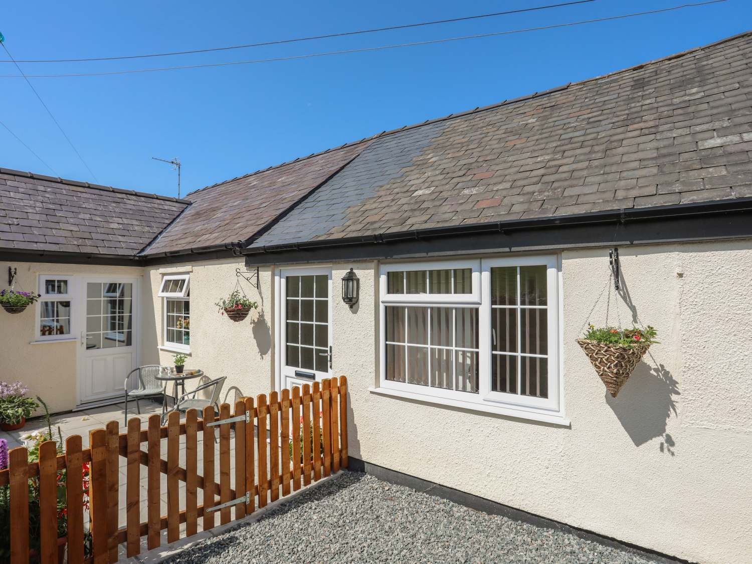 The Cottage at Garnedd Isaf - Anglesey - 1017693 - photo 1