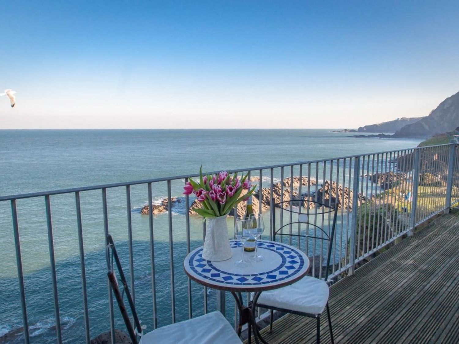Oceanside Penthouse - Devon - 1021025 - photo 1