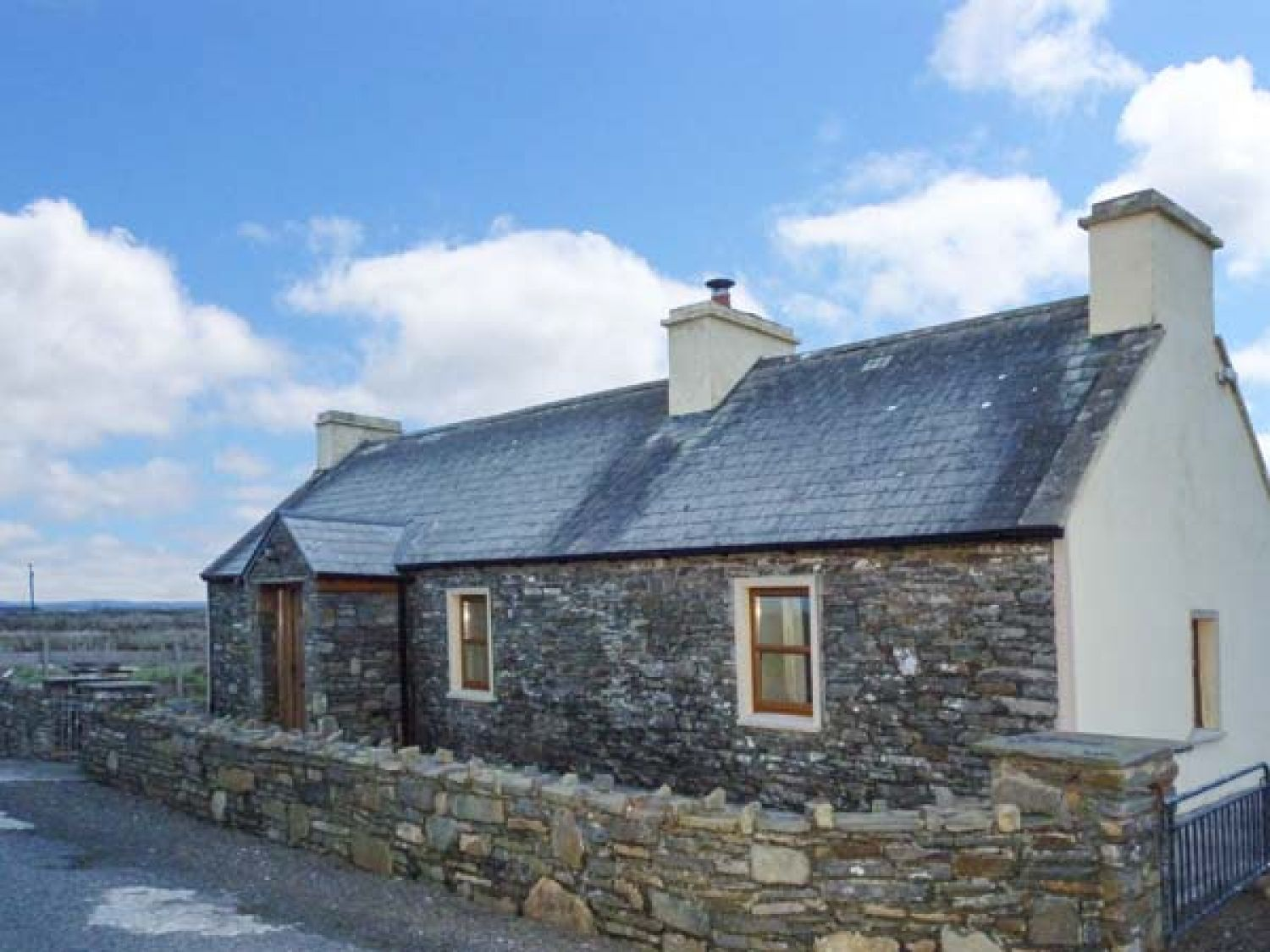 Clogher Cottage - County Clare - 905820 - photo 1