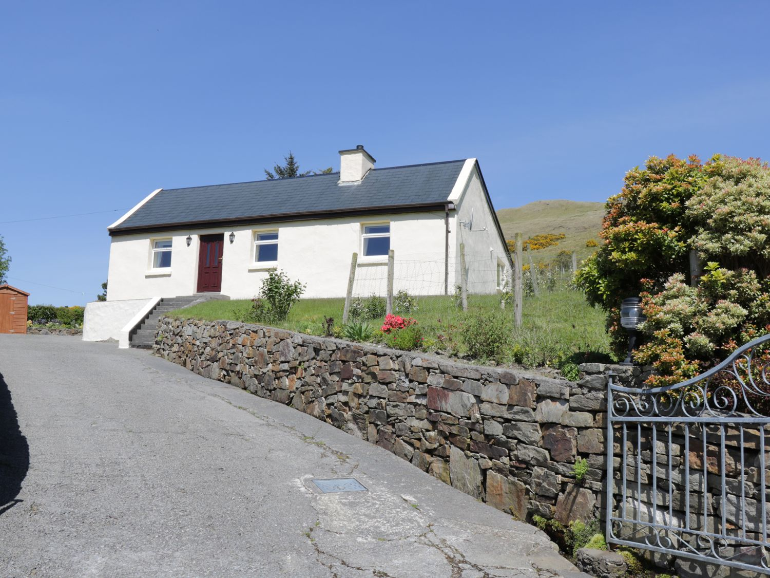 Spring Bank Cottage - Shancroagh & County Galway - 925300 - photo 1