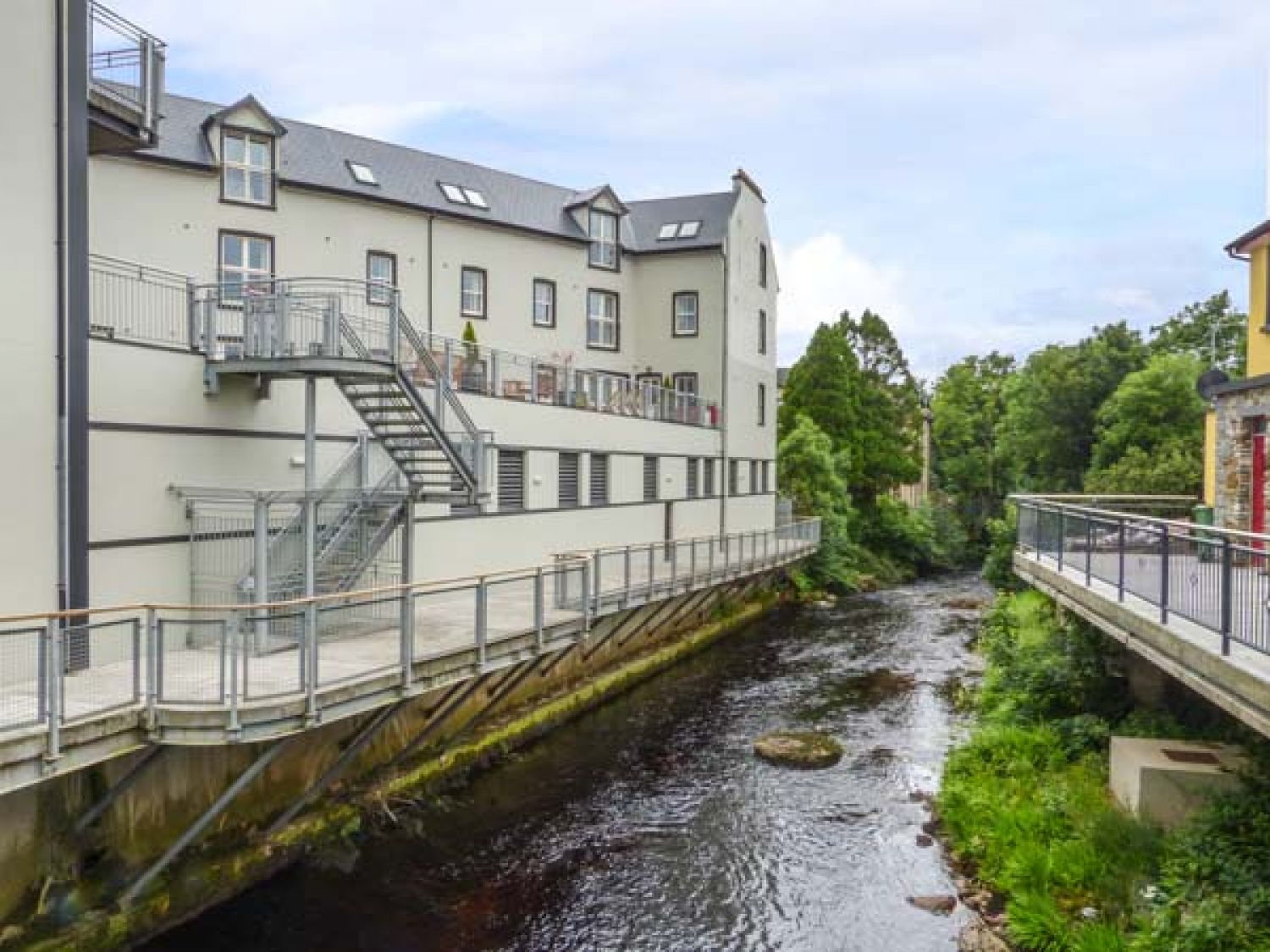 Central Ardara Riverside Apartment - County Donegal - 939487 - photo 1