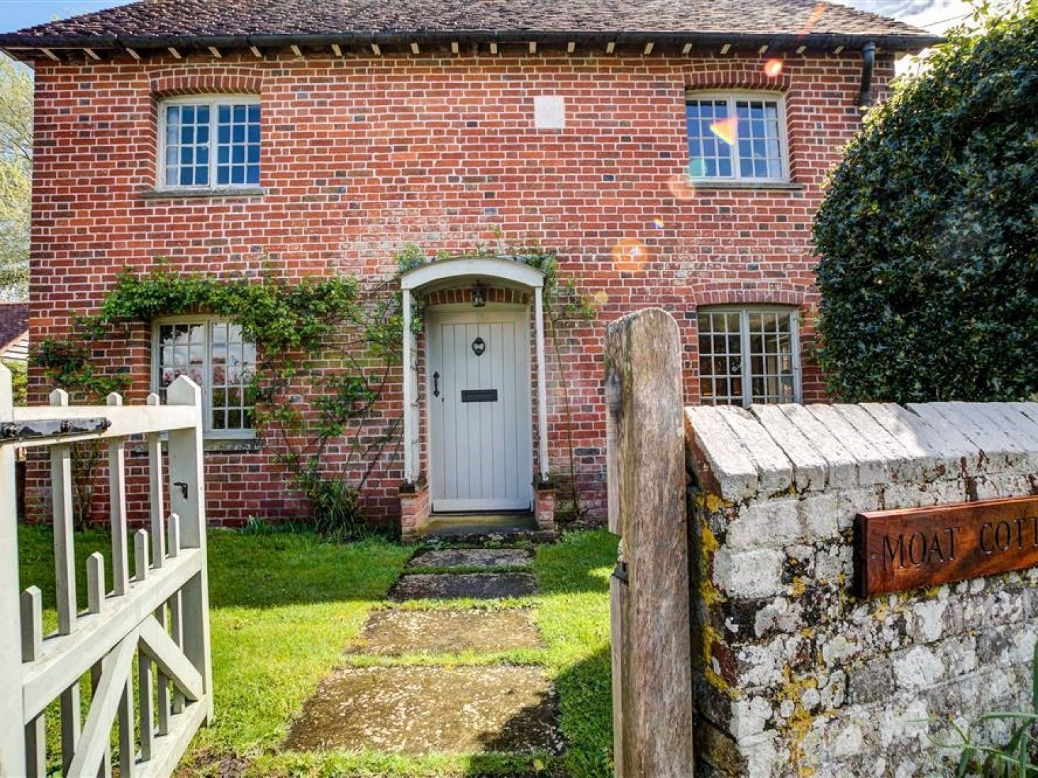 The Moat Cottage - Somerset & Wiltshire - 990581 - photo 1