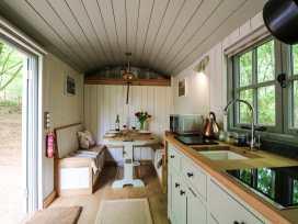 Rock View Shepherd's Hut - Devon - 983802 - thumbnail photo 3