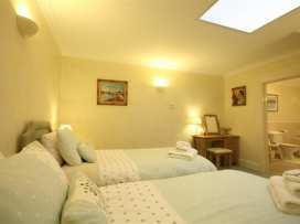 Lakeside Cottage - Cotswolds - 988603 - thumbnail photo 21
