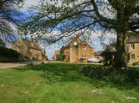 Henmarsh Cottage - Cotswolds - 988992 - thumbnail photo 12