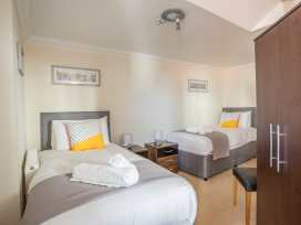 Harbourside Penthouse - Dorset - 999829 - thumbnail photo 14