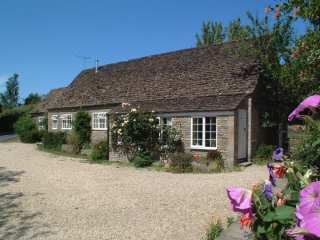 Stable Cottage, Little Somerford - 988943 - photo 1