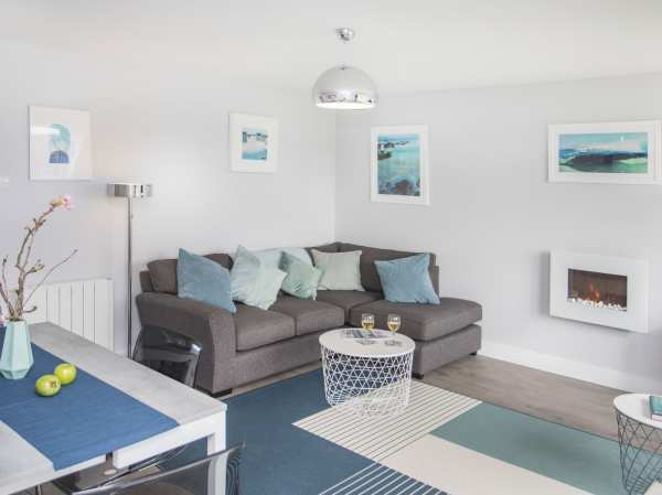 Astonishing Isallt Trearddur Bay Garreg Fawr Self Catering Holiday Short Links Chair Design For Home Short Linksinfo