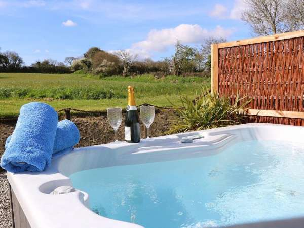 Fabulous Skyber Cottage Falmouth Seaureaugh Moor Cornwall Home Interior And Landscaping Ponolsignezvosmurscom