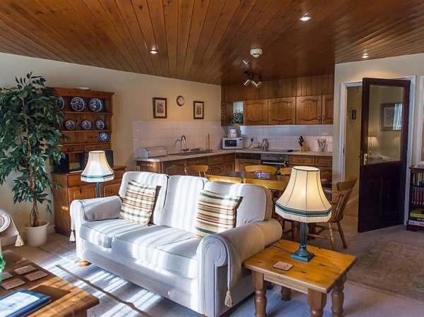 Peachy Gables Cottage Bibury Arlington Self Catering Holiday Interior Design Ideas Gentotryabchikinfo