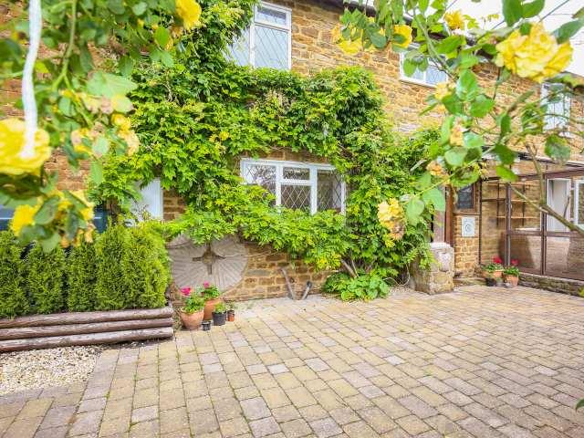 Stone Wheel Cottage - 996433 - photo 1