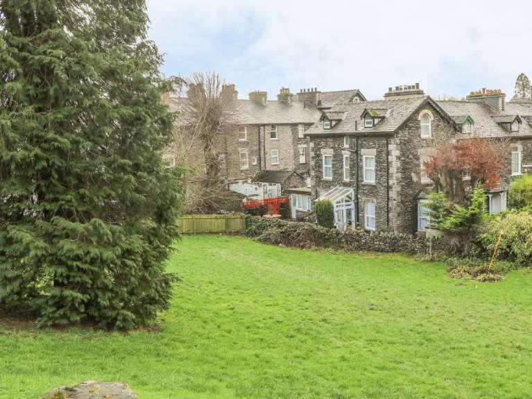 Garden Walk Buffalo Cottage District 5: Windermere Cottages To Rent